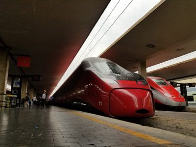 train-3806308_640